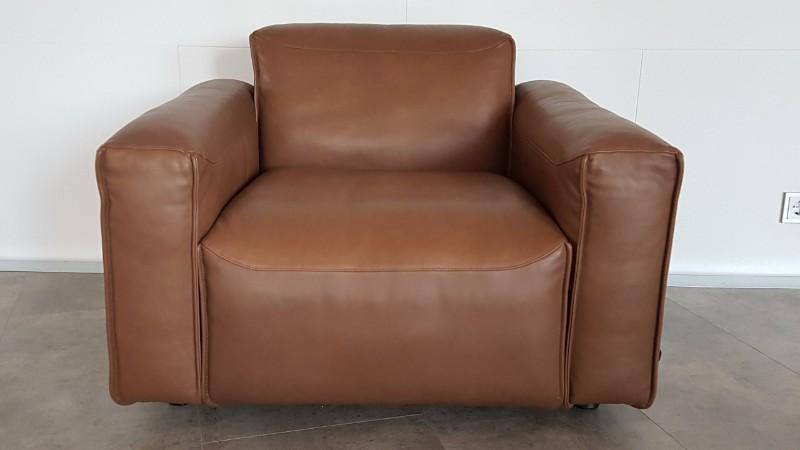 prachtige leren rolf benz mio fauteuil met leren bijzettafel. Black Bedroom Furniture Sets. Home Design Ideas